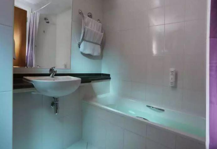 Premier Inn Dubai Silicon Oasis Interior6